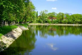 Zámecký park a areál Počernického pivovaru